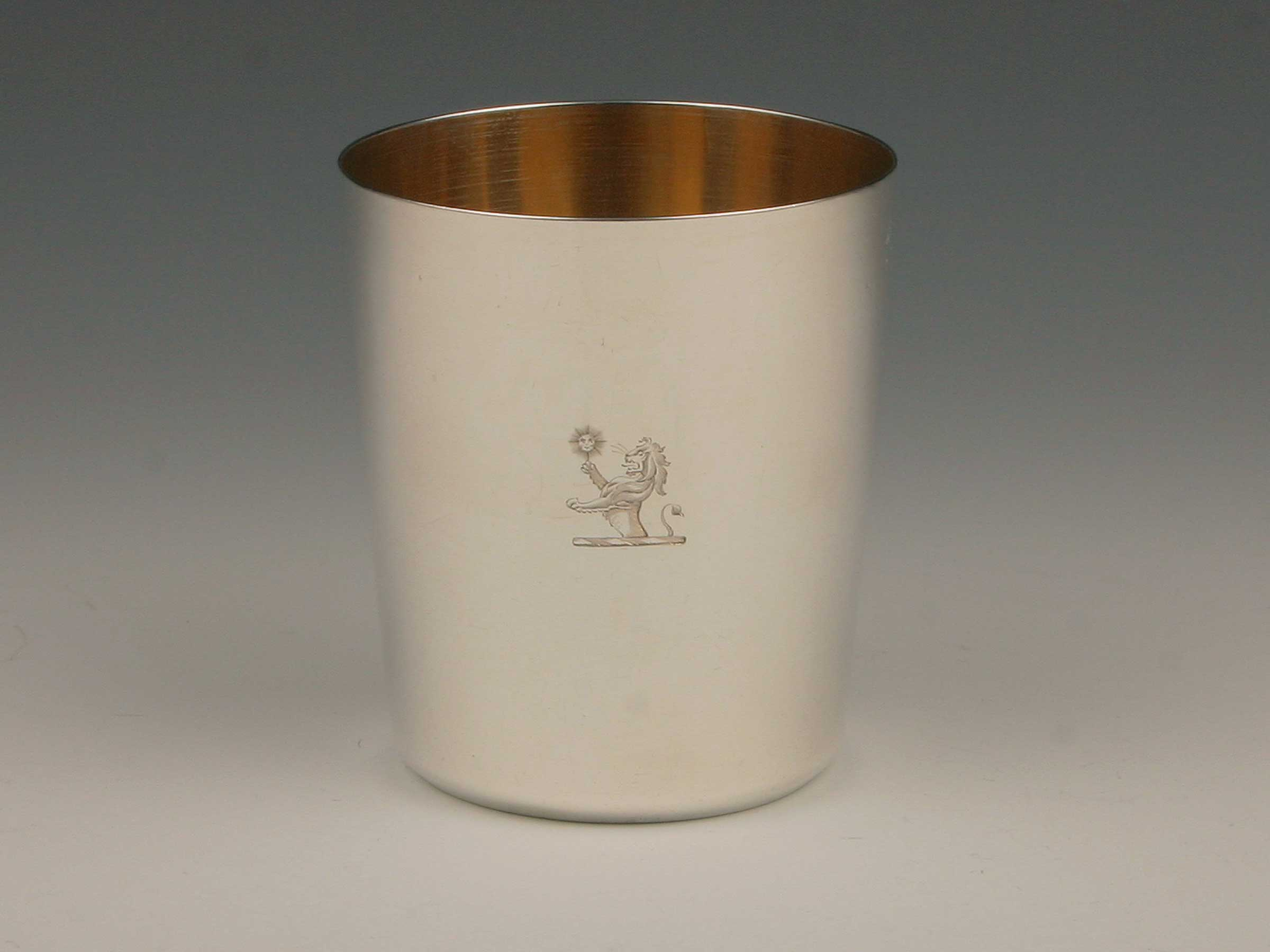 Klassizistischer-Becher_Silber_Paris-ausgehendes-18.-Jahrhundert_1