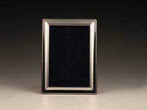 Moderner_Fotorahmen_Bilderrahmen_Sterling_Silber_foto_frame_sterling_silver_plata_argent_ezüst_Sheffield_2011_1